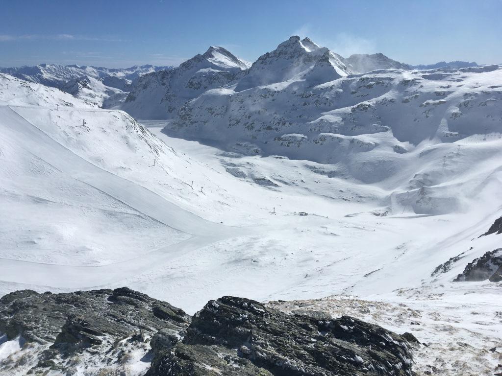13 pohled ze sedla do střediska Mölltaler Gletscher