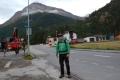 Ráno na autobusové zastávce u kempu, směr Saas-Fee