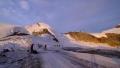 nejrve do sedla pod Allalin (3.8026m) pak doprava přes skalnatý Feechopf (3.888m) a další kótu (3.839m)